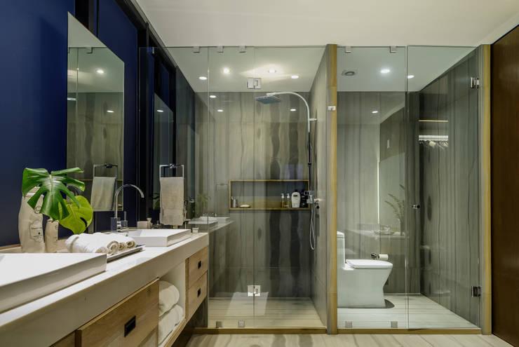 Projekty,  Łazienka zaprojektowane przez NIVEL TRES ARQUITECTURA