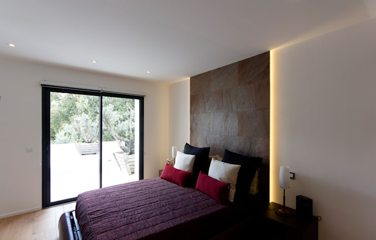 Camera ospiti: Camera da letto in stile  di MBquadro Architetti