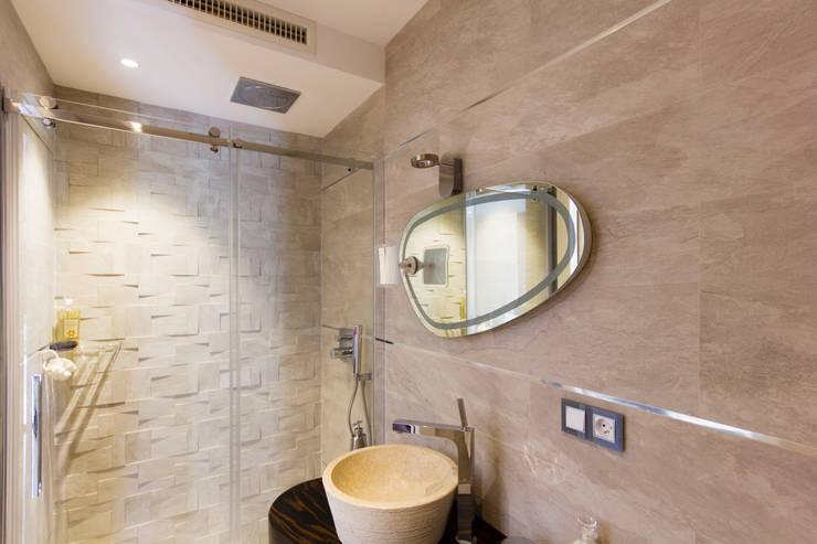 Baños de estilo  por MBquadro Architetti