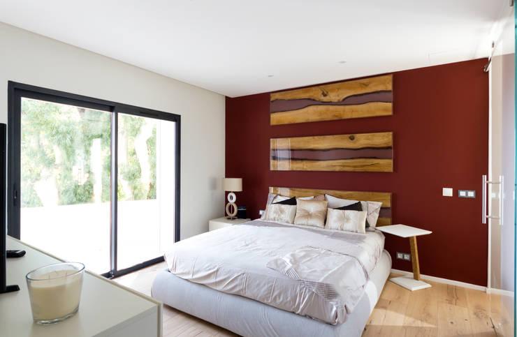 Camera secondaria: Camera da letto in stile  di MBquadro Architetti