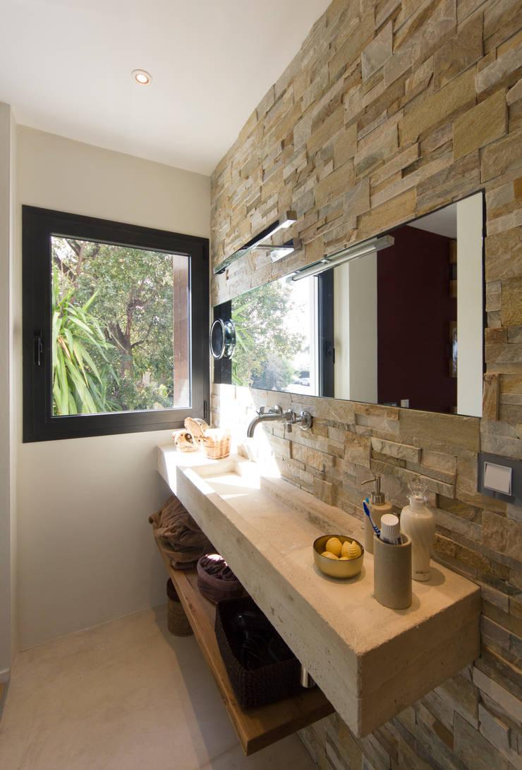 Bagno en-suite camera secondaria: Bagno in stile  di MBquadro Architetti