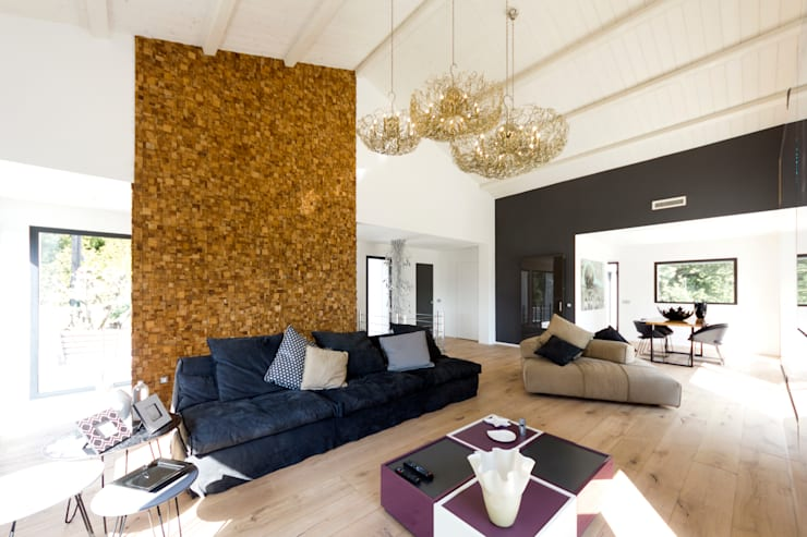 Salone: Soggiorno in stile  di MBquadro Architetti