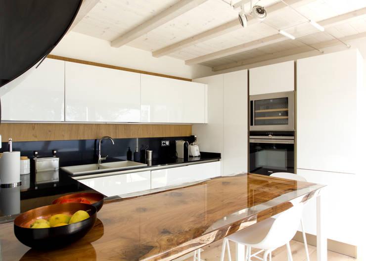 Cucina (nuovo volume): Cucina in stile  di MBquadro Architetti