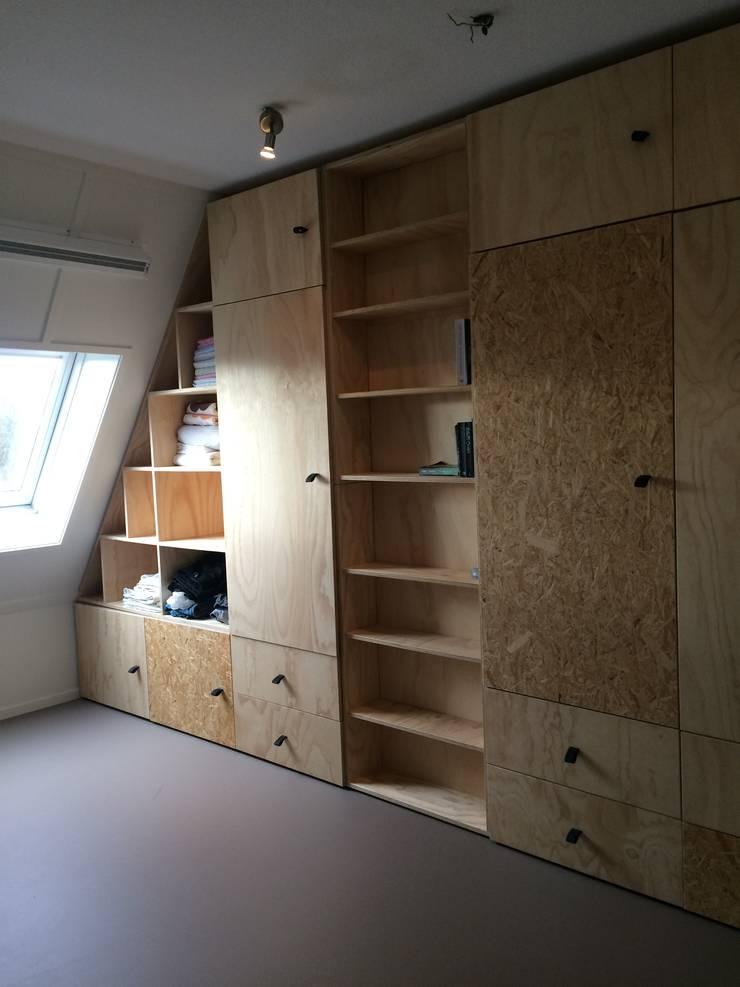 Opmaat gemaakte kastenwand:  Kleedkamer door Tim Vinke - Interior Design