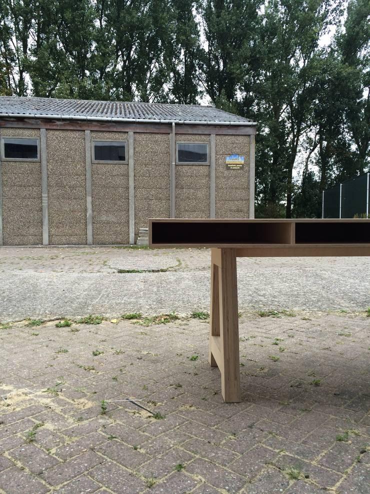 Tafel met opberg mogelijkheid:   door Tim Vinke - Interior Design, Scandinavisch Hout Hout