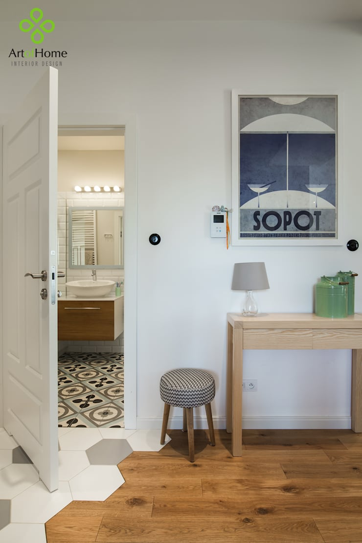 Corridor & hallway by Art of home, Country