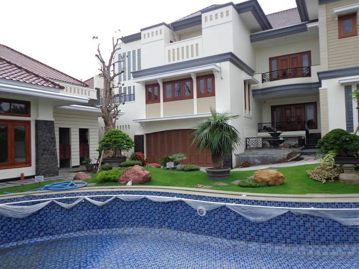 Tukang Taman Surabaya:  Garden  by TUKANG TAMAN SURABAYA - jasataman.co.id