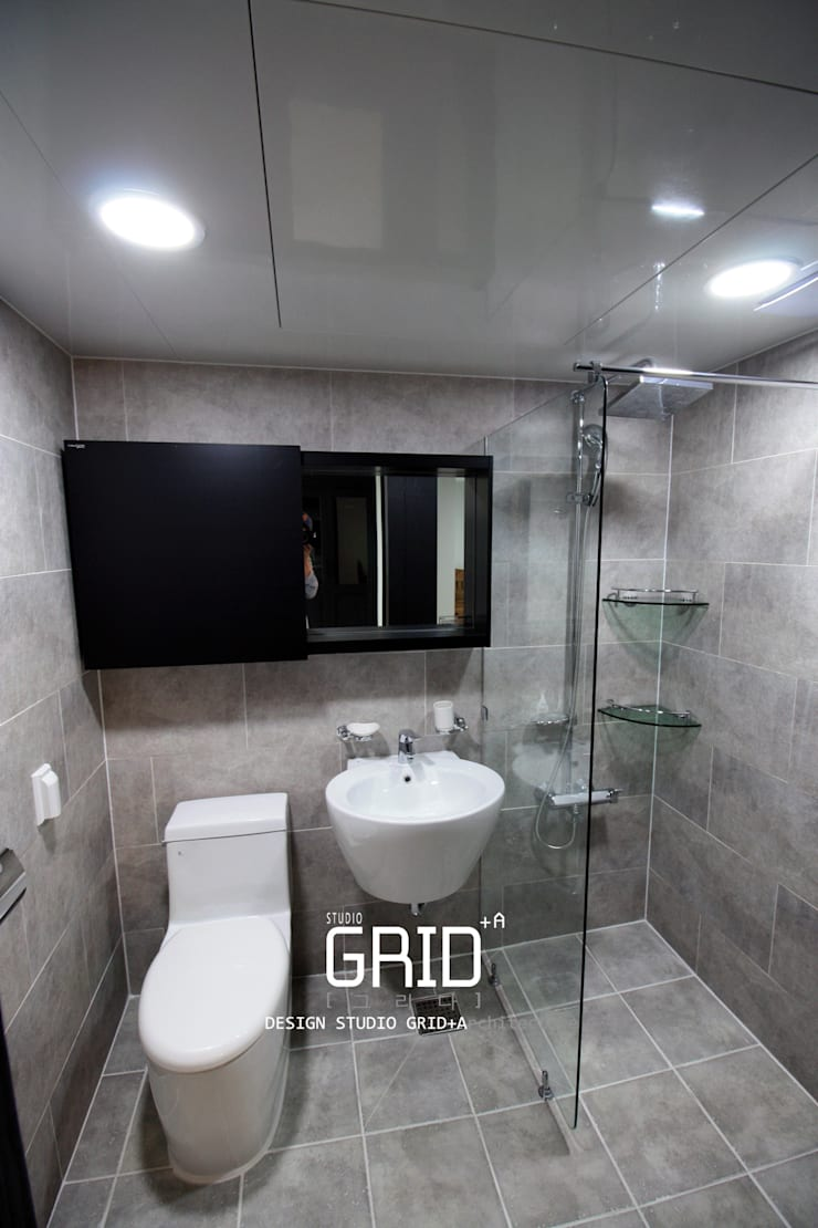 Bathroom by Design Studio Grid+A, Modern Tiles