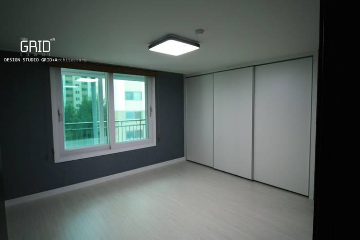 Bedroom by Design Studio Grid+A, Modern