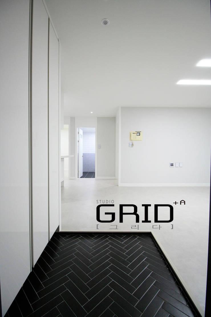 부천시 원미구 중동 중동대림아파트 23평 인테리어: Design Studio Grid+A의  복도 & 현관,모던