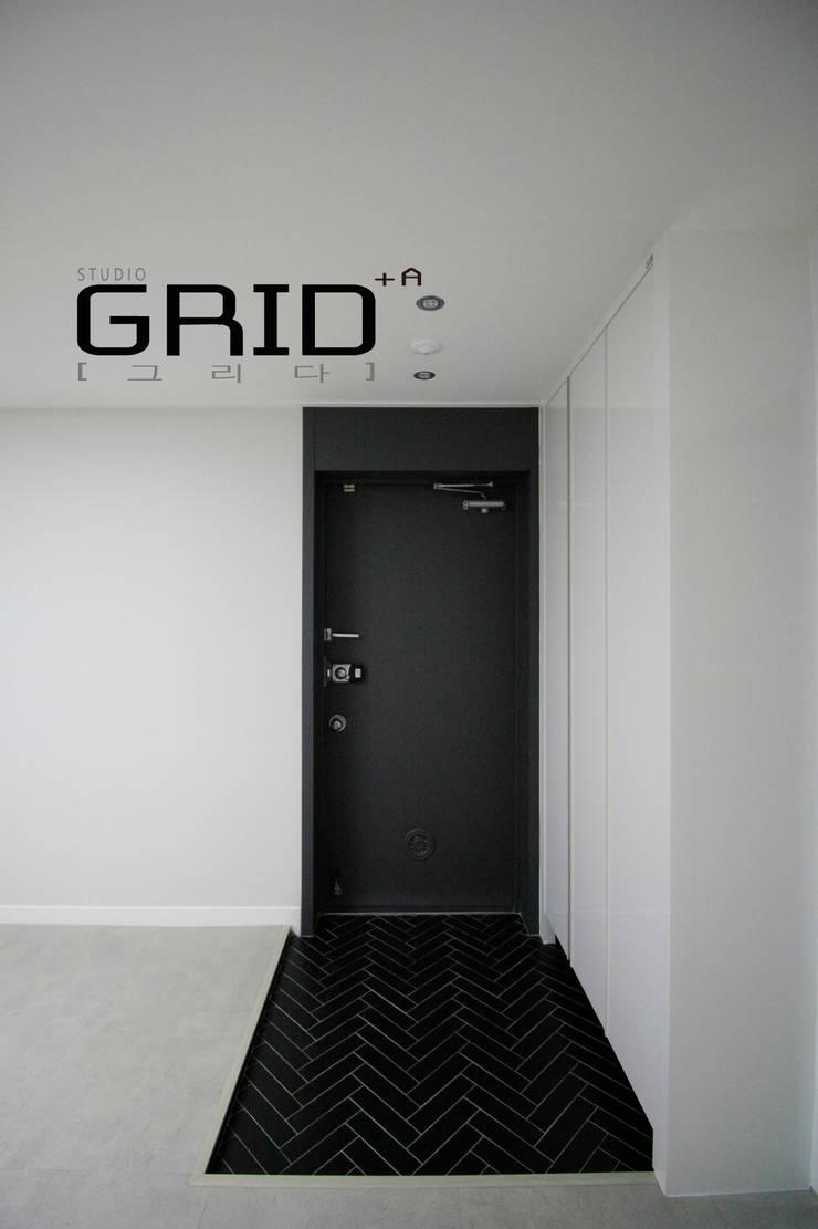중동대림 23평 현관: Design Studio Grid+A의  복도 & 현관,모던