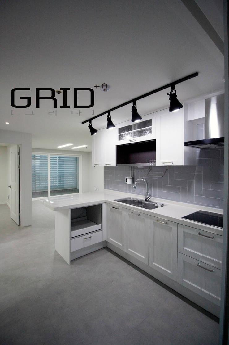 20평대 주방: Design Studio Grid+A의  다이닝 룸,모던