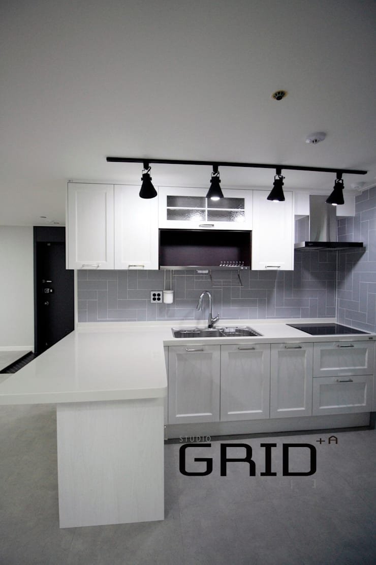 온라인집들이 주방: Design Studio Grid+A의  다이닝 룸,모던