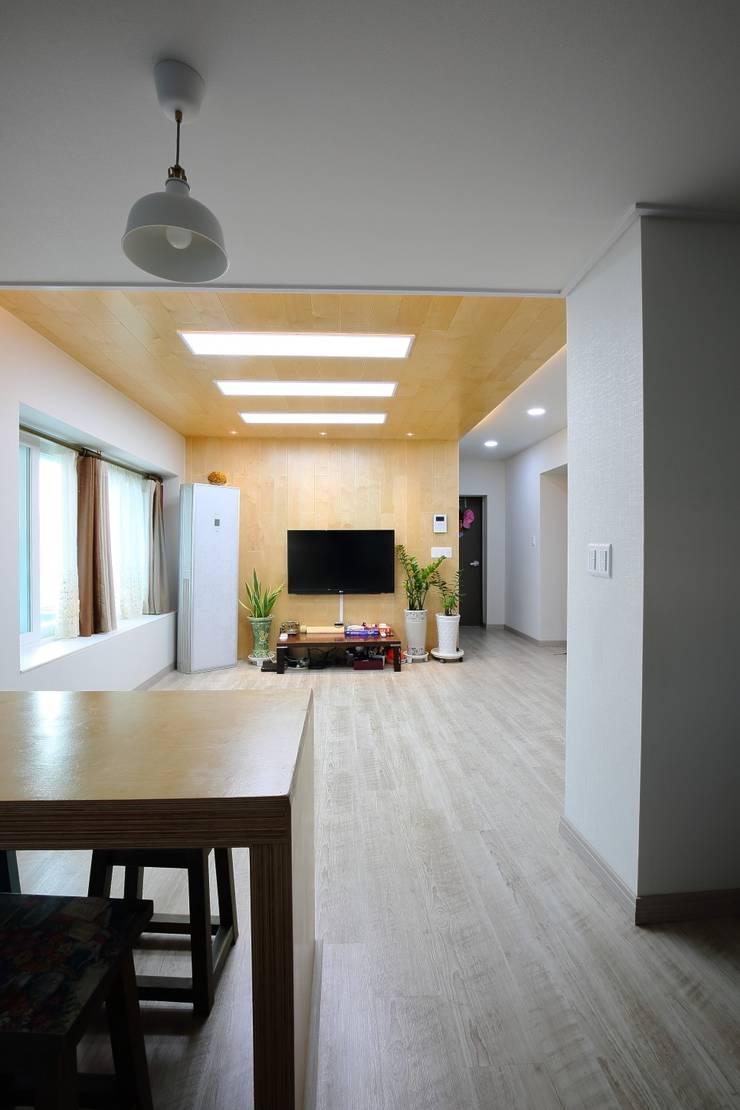 대구 주텍 인테리어 리모델링 아파트: inark [인아크 건축 설계 디자인]의  거실