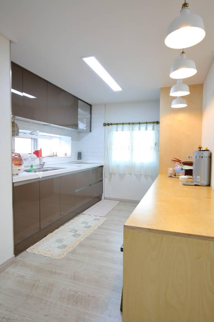 대구 주텍 인테리어 리모델링 아파트: inark [인아크 건축 설계 디자인]의  주방