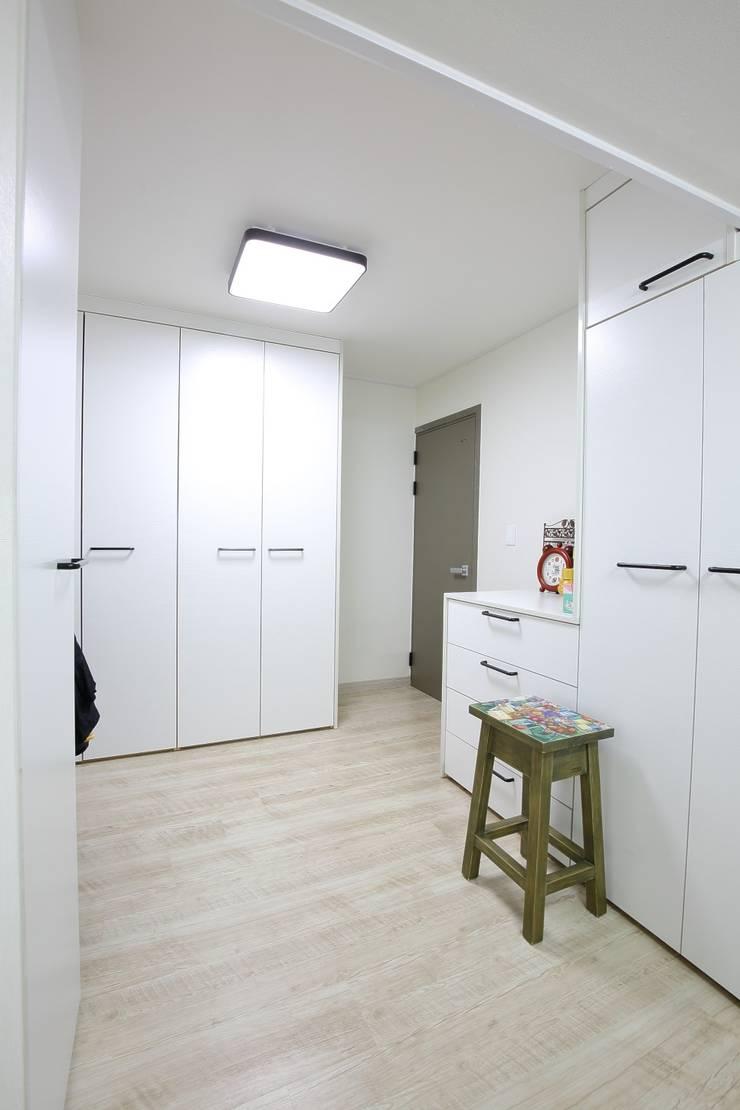 대구 주텍 인테리어 리모델링 아파트: inark [인아크 건축 설계 디자인]의  드레스 룸