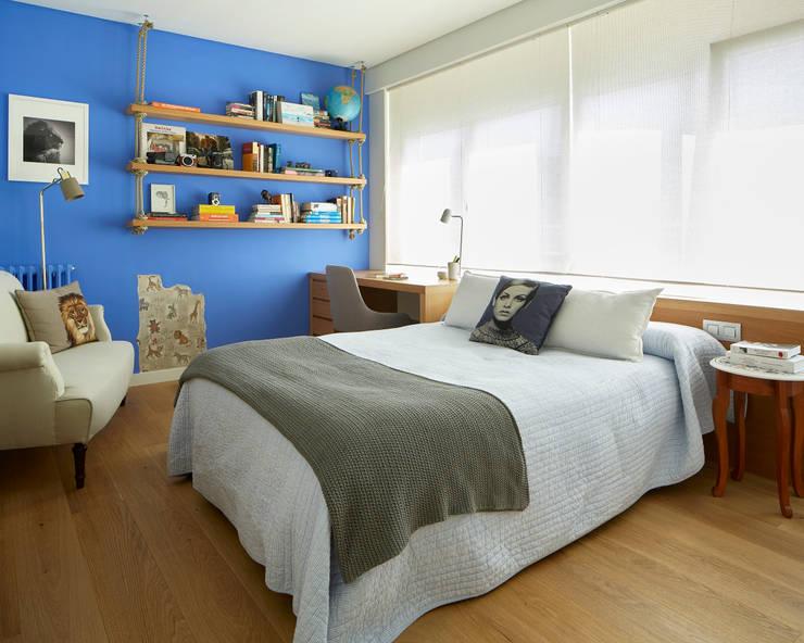 Piso Avenida Sarrià: Dormitorios infantiles de estilo  de Deu i Deu