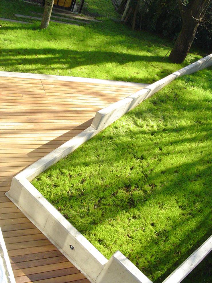 Jardines de estilo  de MZM | Maletti Zanel Maletti arquitectos, Moderno