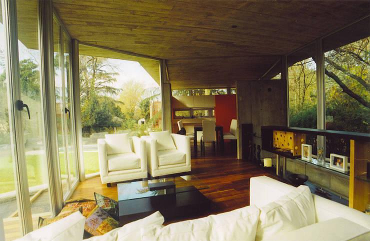 Salones de estilo  de MZM | Maletti Zanel Maletti arquitectos, Moderno