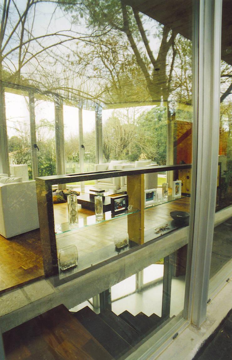 Pasillos y vestíbulos de estilo  de MZM | Maletti Zanel Maletti arquitectos, Moderno