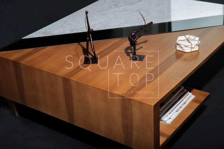Mesa de centro Versiliana, Marmol, vidrio, madera.:  de estilo  por SquareTop Design, Escandinavo Mármol