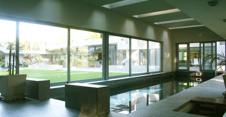 CASA en SAN DIEGO: Piletas de estilo moderno por MZM | Maletti Zanel Maletti arquitectos