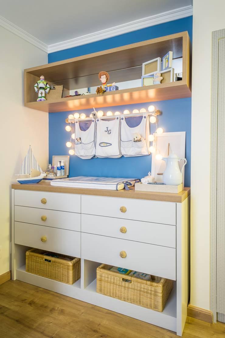 Nursery/kid's room by Lorenza Franceschi Arquitetura e Design de Interiores,