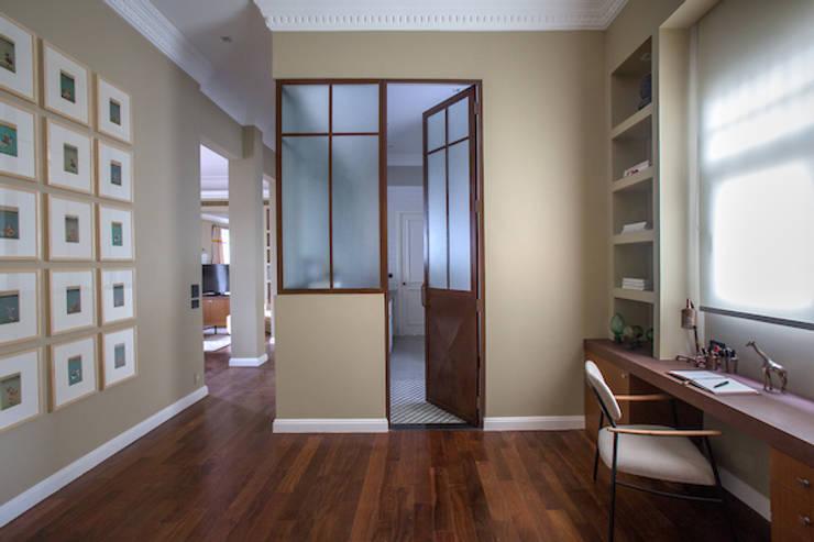 Estudios y biblioteca de estilo  por Jean de Just design de interiores