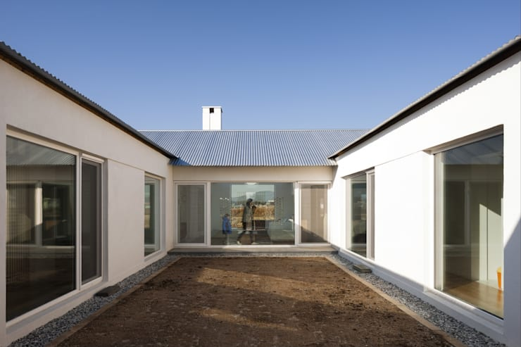 庭院 by 에이오에이 아키텍츠 건축사사무소 (aoa architects)