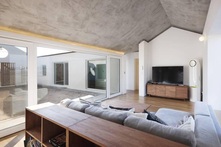 Salas de estilo  por 에이오에이 아키텍츠 건축사사무소 (aoa architects)