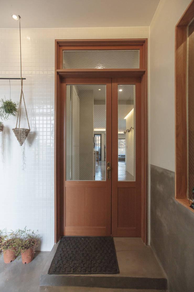 Trace House : 미우가 디자인 스튜디오의  창문