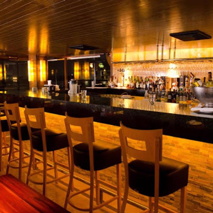Restoran oleh FRACTAL CORP Arquitectura, Modern Granit