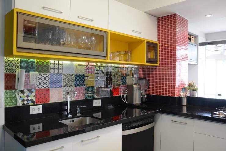 Cocinas de estilo moderno por AZ Arquitetura