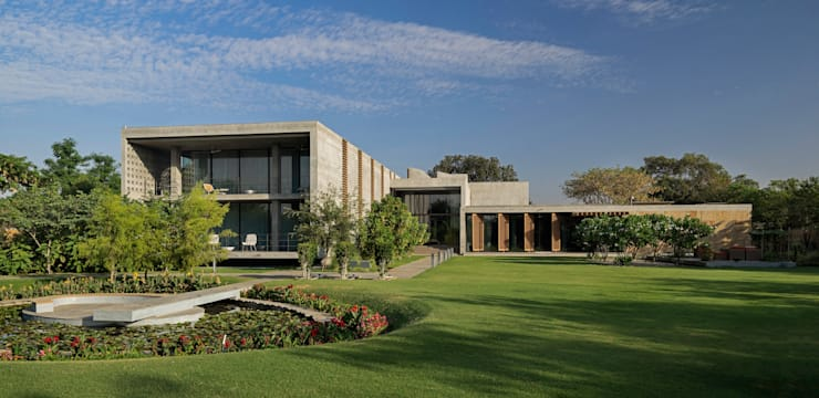 Private Residence Ahmedabad:  Houses by Blocher Blocher India Pvt. Ltd.