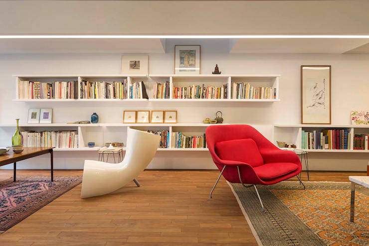 何宅 House H:  客廳 by  何侯設計   Ho + Hou Studio Architects