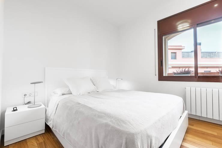 Dormitorios: Dormitorios de estilo  de Sebastián Bayona Bayeltecnics Design