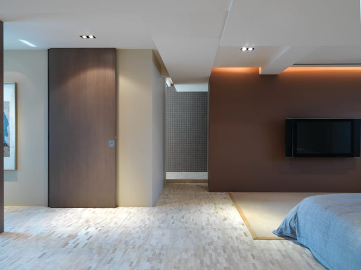 陳宅 Chen Residence:  臥室 by  何侯設計   Ho + Hou Studio Architects
