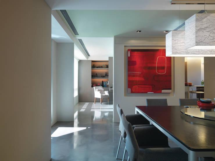 陳宅 Chen Residence:  餐廳 by  何侯設計   Ho + Hou Studio Architects