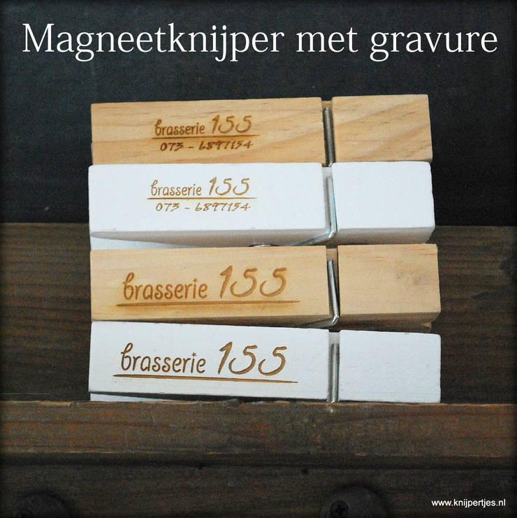 Magneetknijper met gravure:   door Knijpertjes.nl, Landelijk Hout Hout
