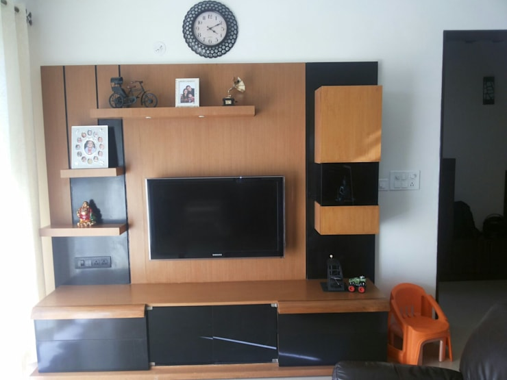 Interiors Residential:  Living room by Swastik Interiors