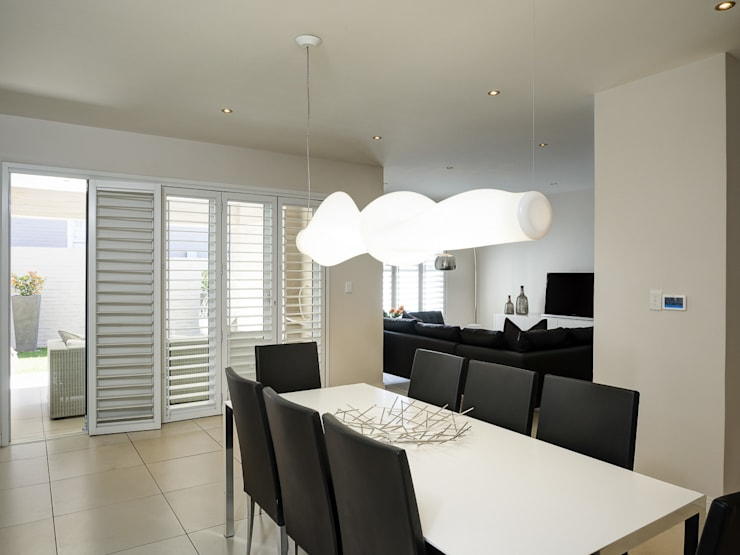 House Morningside:  Dining room by Principia Design, Minimalist
