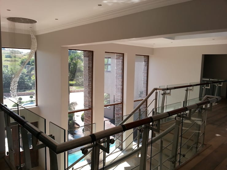 House Swaziland:  Corridor & hallway by Principia Design