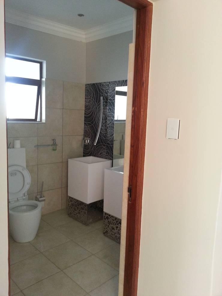 House Swaziland:  Bathroom by Principia Design