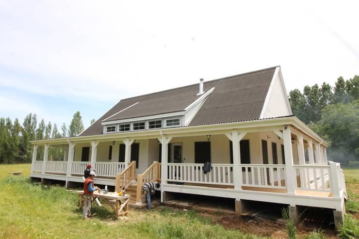 Casa Hott-  Loncoche.:  de estilo  por Kanda arquitectos