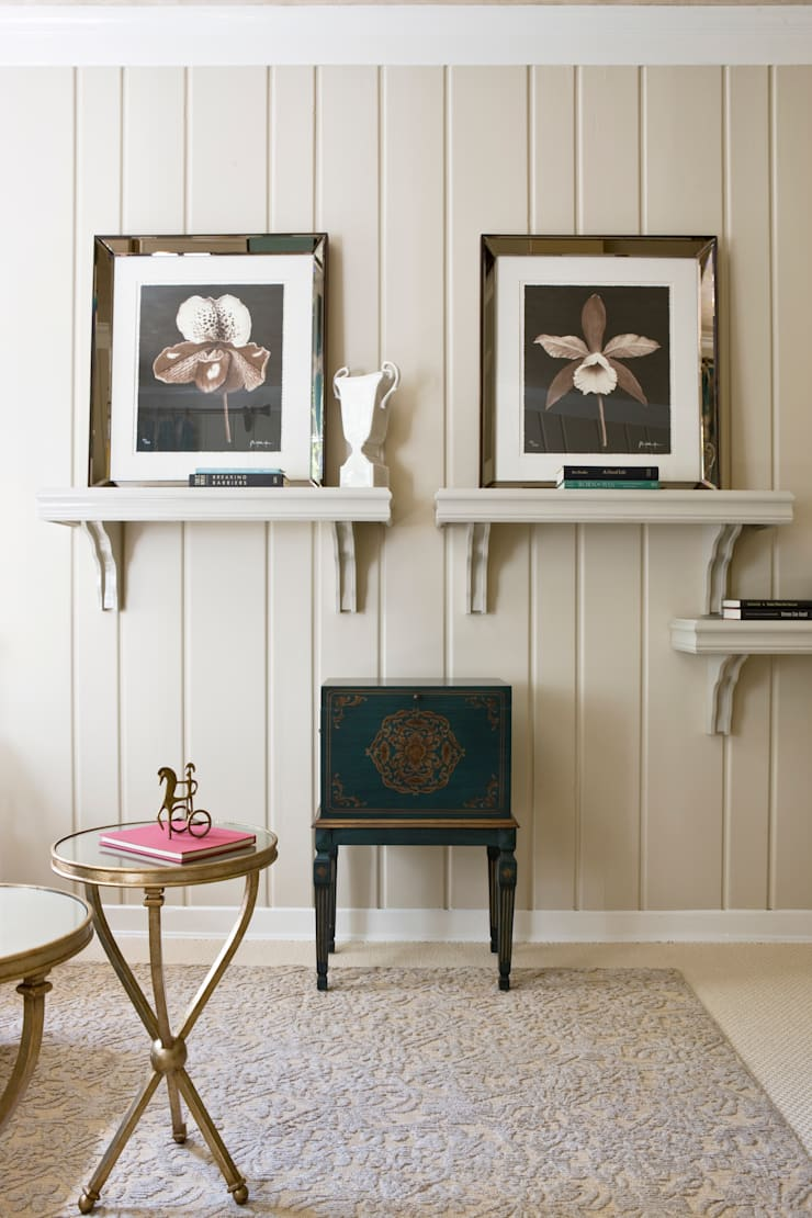 DC Design House - Wood Paneling & Shelving:  Living room by Lorna Gross Interior Design