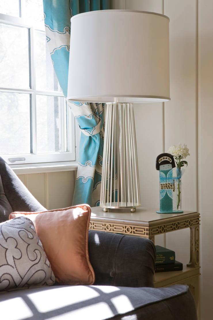 Livings de estilo  por Lorna Gross Interior Design, Moderno