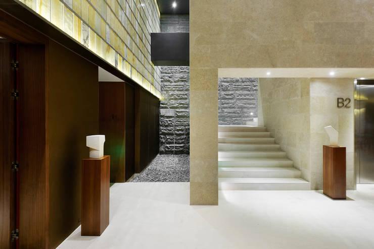 曦軒水療館   XiXuan Medi-Spa:  走廊 & 玄關 by  何侯設計   Ho + Hou Studio Architects