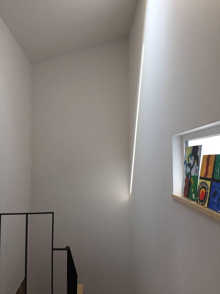 Corridor & hallway by HAUS.O