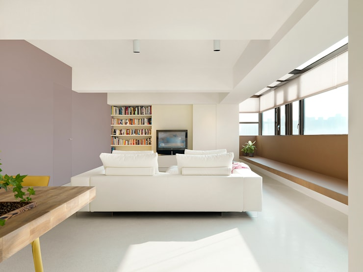 Minimalist living room by 何侯設計 Ho + Hou Studio Architects Minimalist