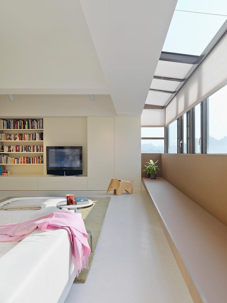 Wohnzimmer von  何侯設計   Ho + Hou Studio Architects